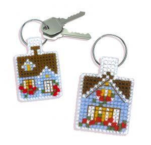 Набор для вышивания крестом Риолис «Брелок Уютный домик»