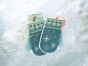 Набор для вышивания бисером MILL HILL «Варежки со снежинками»